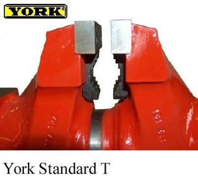 Dílenský svěrák YORK Standard T s čelistmi na trubky, šířka čelistí 150 mm.
